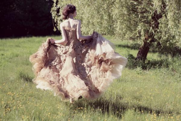 Пышное кружевное платье в пол