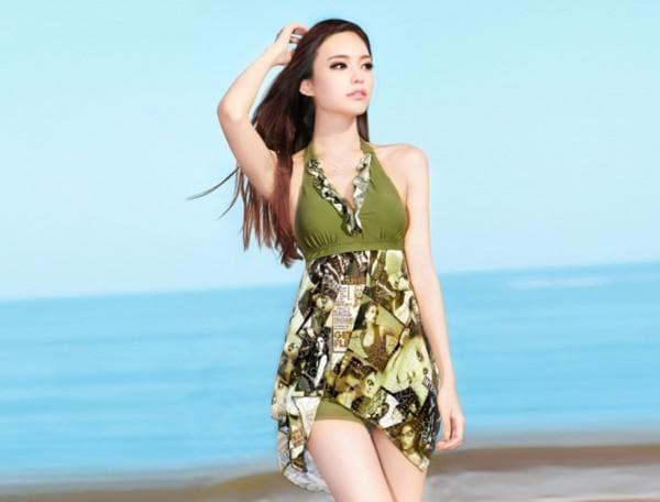 Зеленое купальное платье