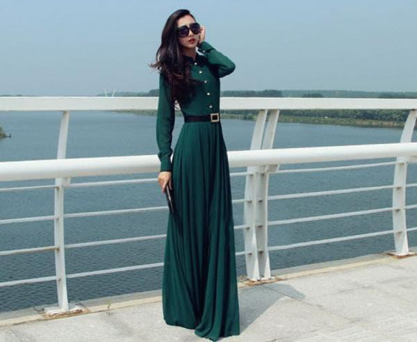 Темно зеленое платье с длинными рукавами