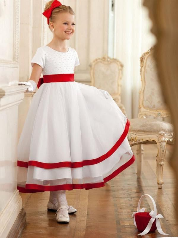 Белое платье на выпускной в садике с красными вставками