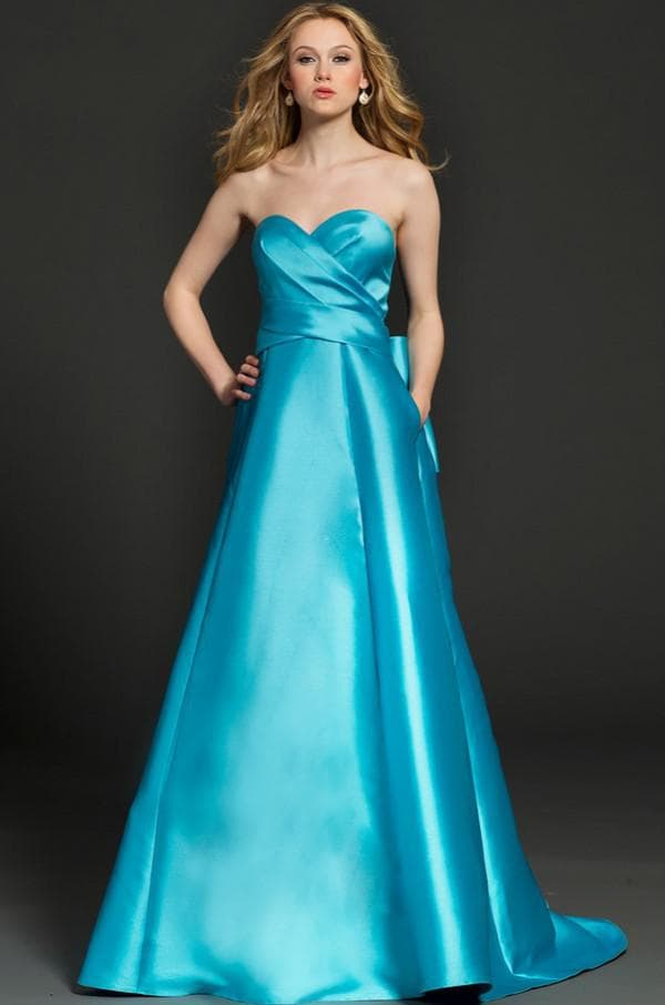 Голубое атласное платье в пол