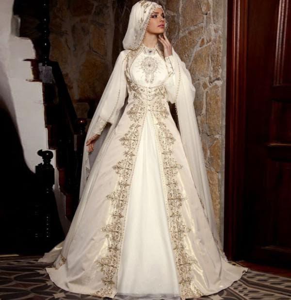 Мусульманское свадебное платье с ручной вышивкой