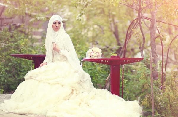 Свадебное платье мусульманки кремового цвета