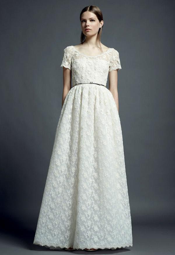 Белое длинное платье из кружева