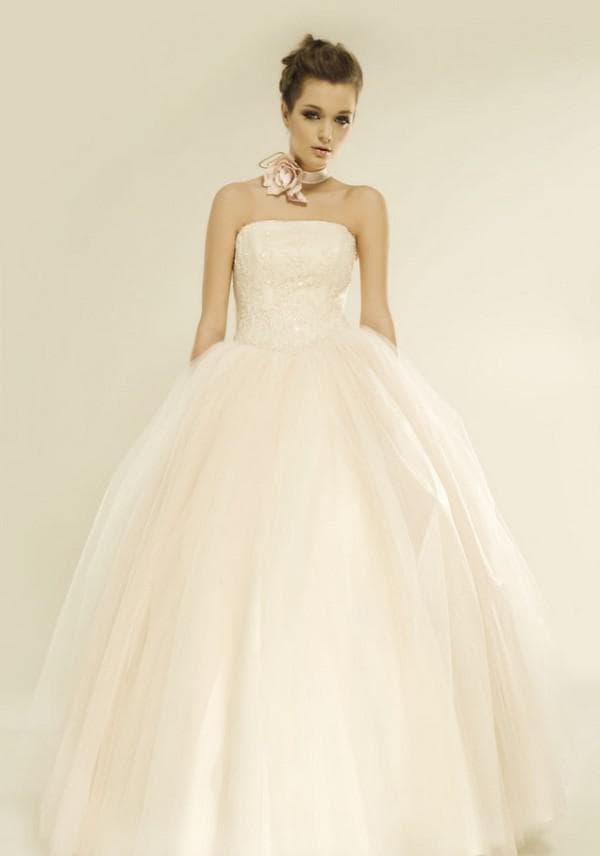 Нежное платье принцесса для невесты цвета слоновой кости