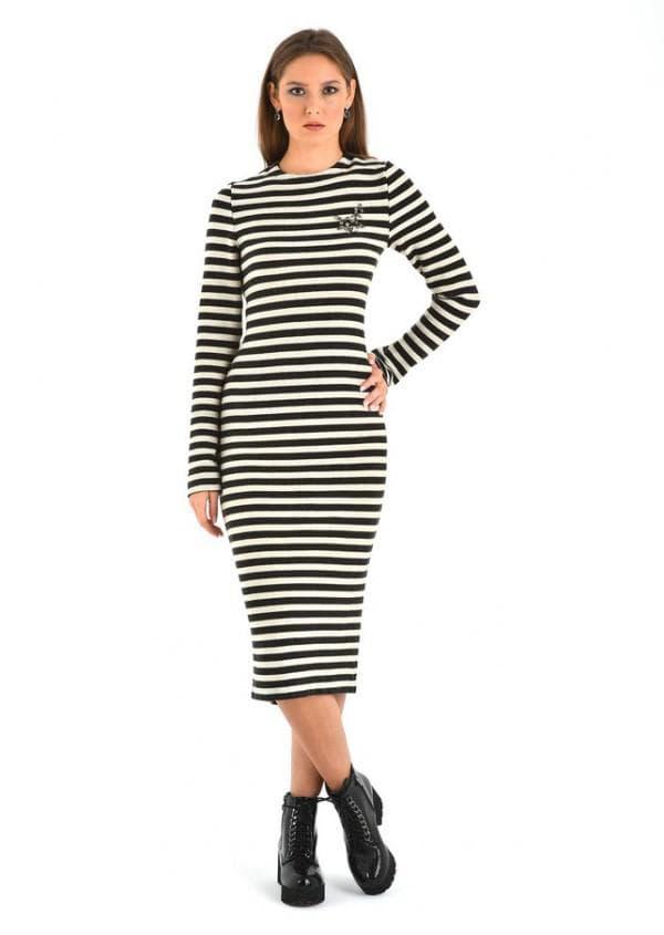 Платье миди в черно белую полоску