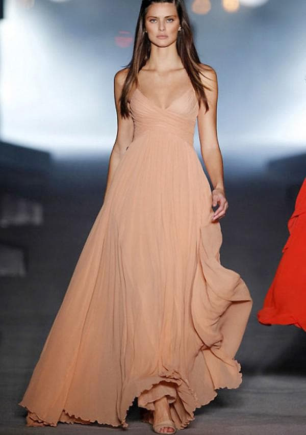 Бежевое шифоновое платье в пол