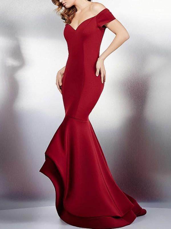 Длинное платье в пол торжественное