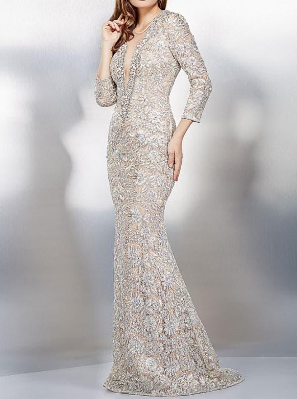 Длинное платье на прозрачной подкладке