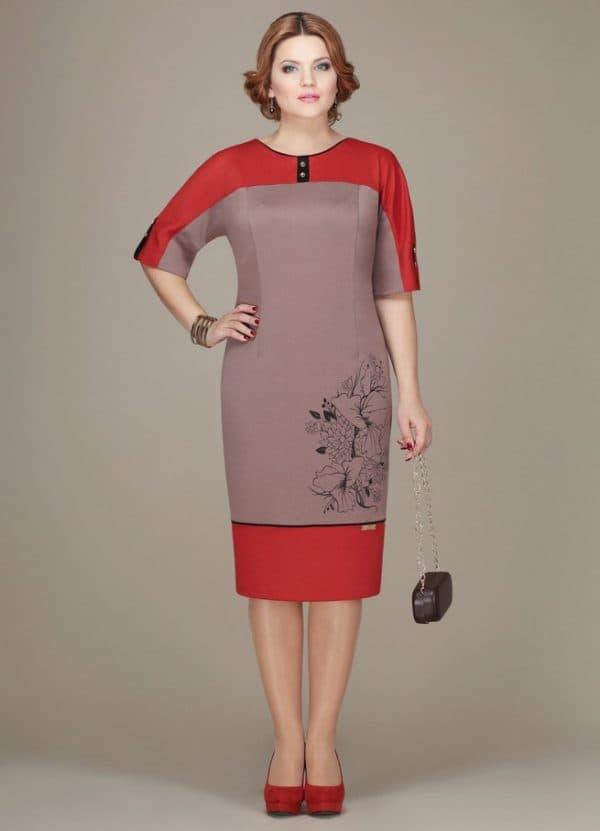 Цветное платье в деловом стиле
