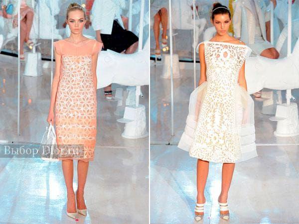Персиковое и белое платье