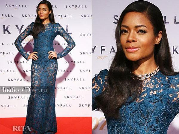 Синее кружевное платье на Наоми Харрис