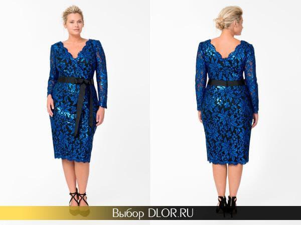 Синее платье с кружевом и черным поясом