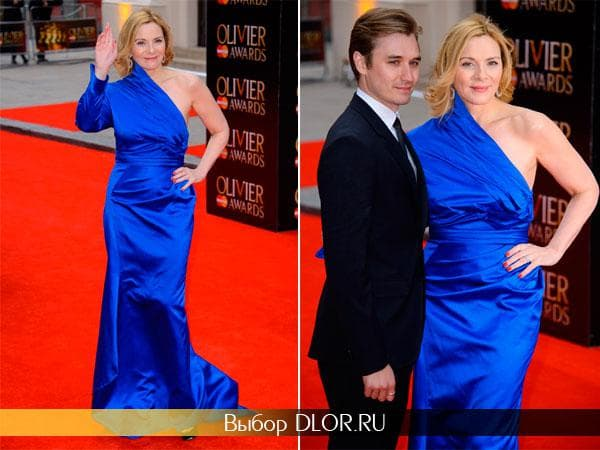 Синее атласное платье Ким Кэтролл
