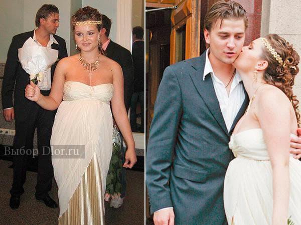 Платье Полины Гагариной цвета шампанского