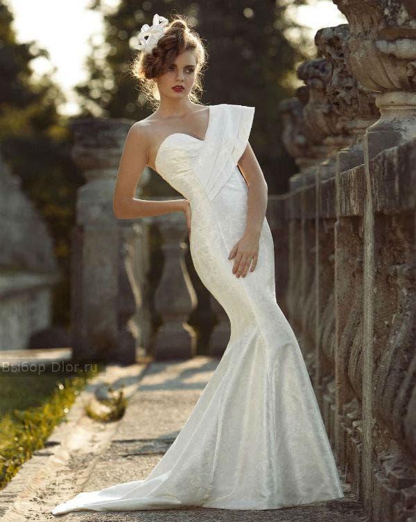 Платье-русалка в стиле минимализм