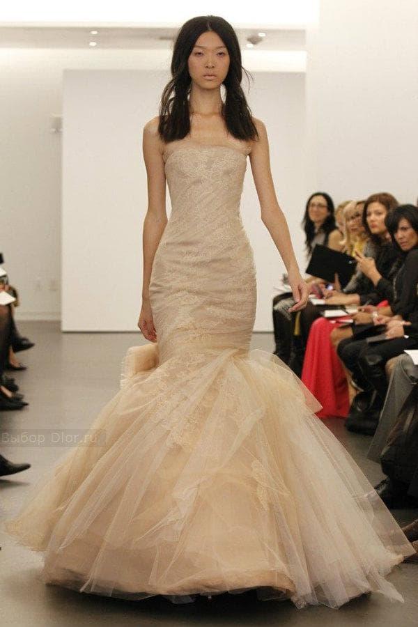 Бежевое платье от Vera Wang