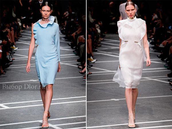 Голубое и белое платье с воланами от Givenchy