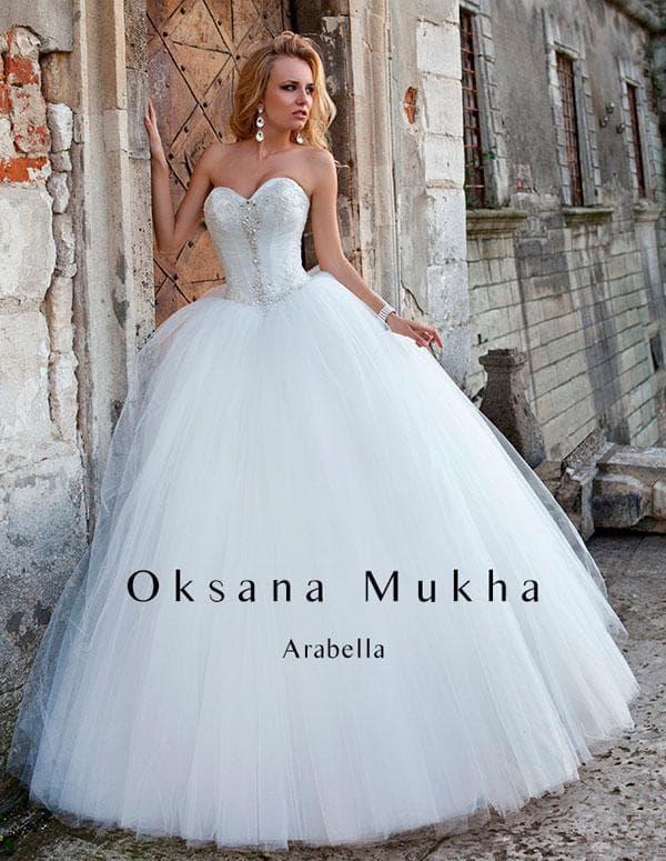 Шикарное свадебное платье с пышной юбкой