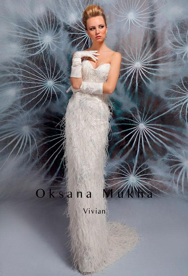 Приталенное свадебное платье с бахромой