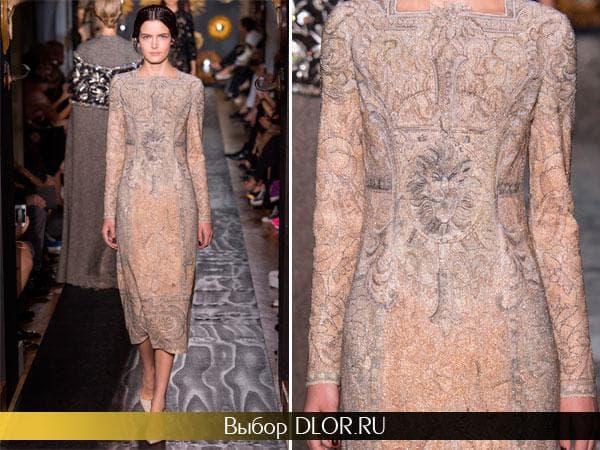 Гипюровое бежевое платье с орнаментам