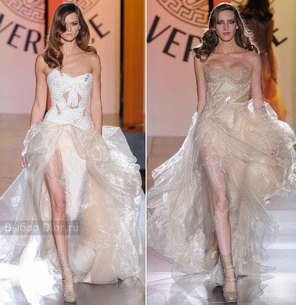 Длинное белое и бежевое платье с пышной юбкой от Versace