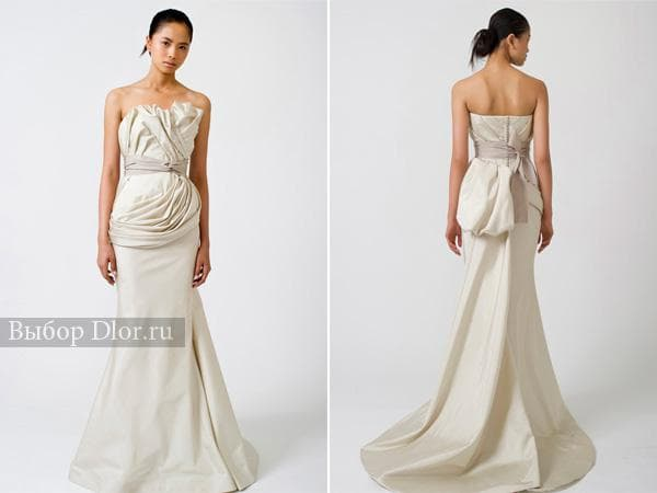 Приталенное платье цвета слоновой кости